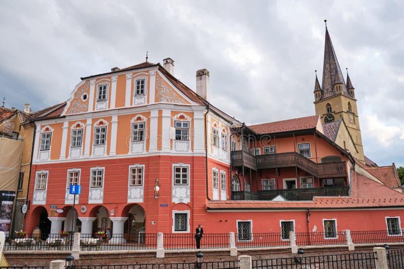 Situato nel cuore stesso di Sibiu, la casa Lussemburgo dell'hotel ancora conserva gli elementi architettonici unici fotografie stock libere da diritti