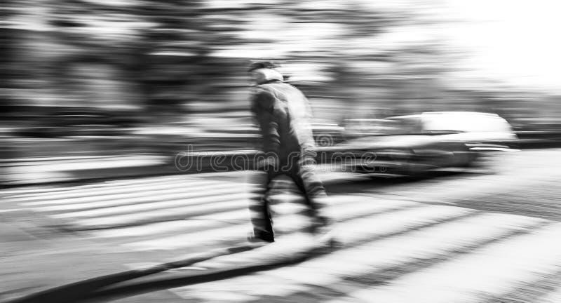 Situazione pericolosa sul passaggio pedonale fotografie stock libere da diritti