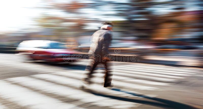 Situazione pericolosa sul passaggio pedonale immagini stock libere da diritti