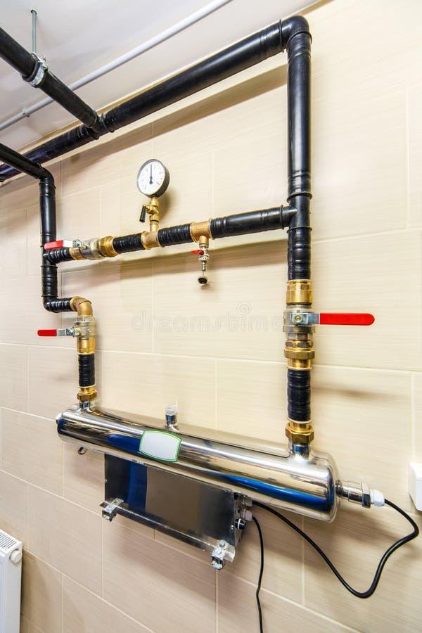 Situe o sistema do tratamento de águas residuais com exposição, sensores e eleja-o imagens de stock