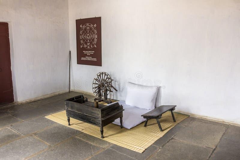 Sitz und Spinnrad Gandhis stockfotos
