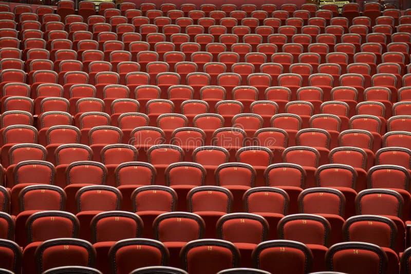 Sitze im leeren Theater stockbilder
