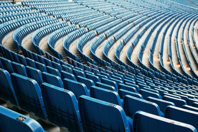Sitze im Stadion stockbilder