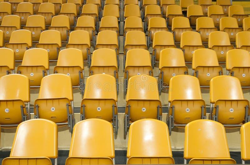 Sitze am Stadion stockfoto