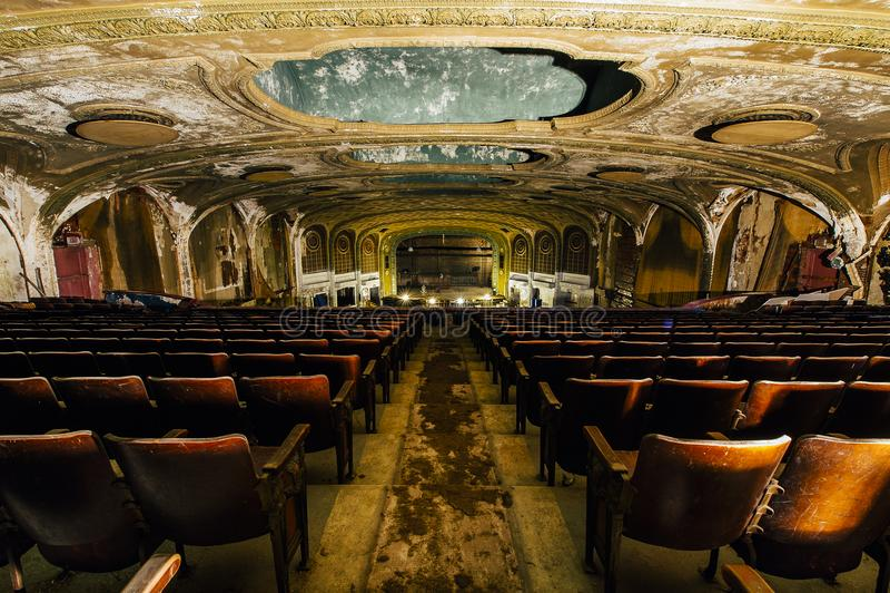 Sitze u. Stadium - verlassene Victory Theater - Cleveland, Ohio stockfotografie