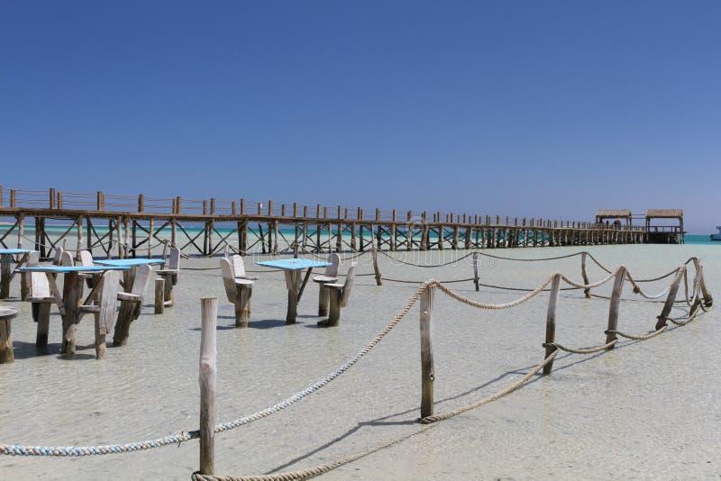 Sitzecke im seichten Wasser auf Paradise-Insel, ?gypten lizenzfreies stockbild
