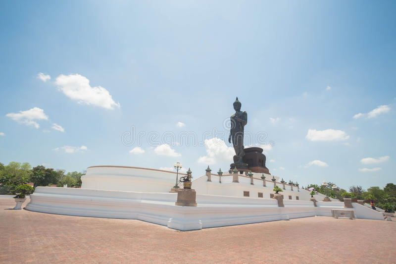 Download Sitzende Buddha-Abbildung stockfoto. Bild von himmel - 90230008