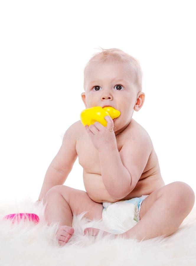 Sitzendes Babyspielen stockbilder
