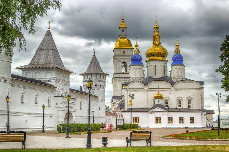 Sitzplatzyard Tobolsk der Kreml und Sophia-Annahme-Kathedralenwanne stockbild