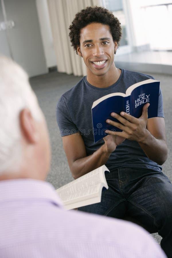 Sitzung der Bibel-Arbeitsgemeinschaft lizenzfreie stockfotografie