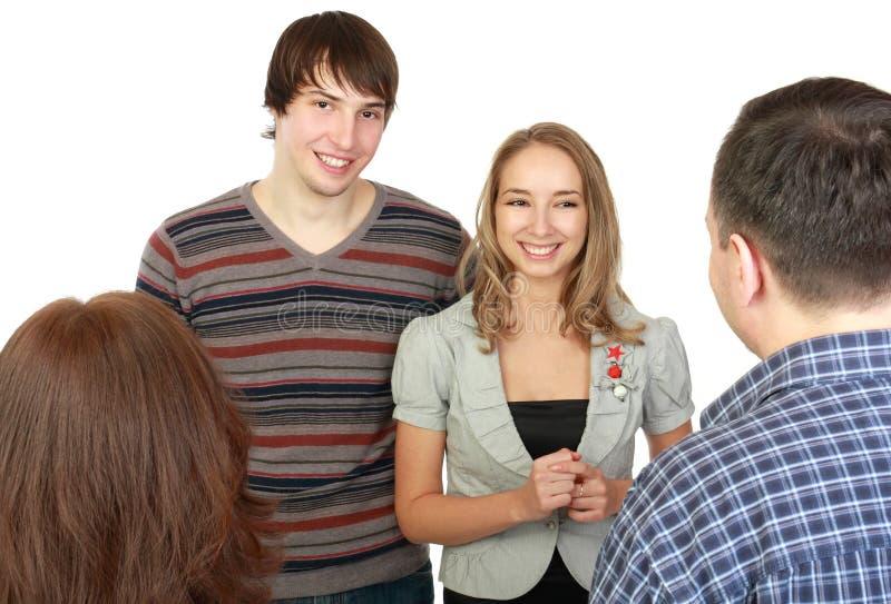Sitzung der jungen Paare mit Muttergesellschaftn. stockfotos