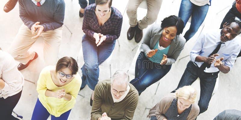 Sitzungs-Brainstorming, das Sitzungs-Seminar-Konzept teilt lizenzfreie stockbilder