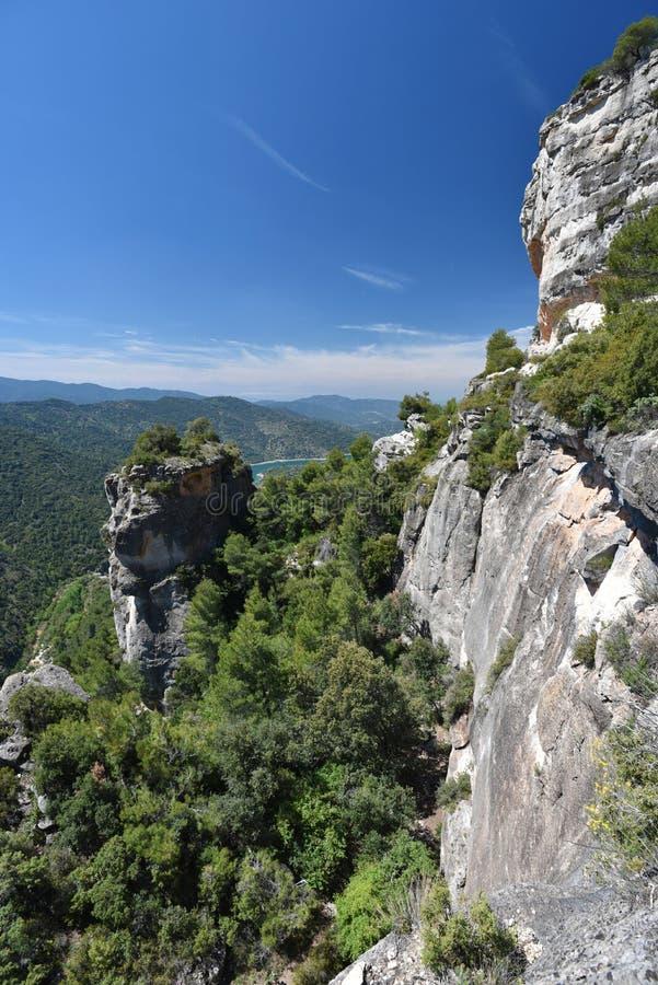 Siurana& x27; acantilado de s en las montañas de Prades foto de archivo libre de regalías