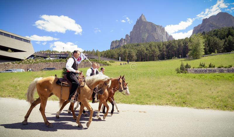 SIUSI ALLO SCILIAR, ITALY - JUNE 2017: Unidentified people by yearly horse-riding event named stock images