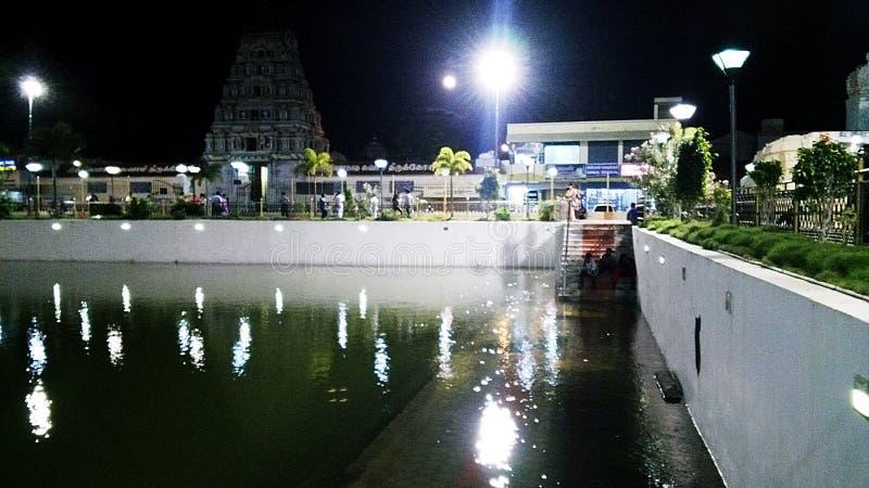 Siva świątynia w księżyc w pełni tle przy karaikal ind obraz stock