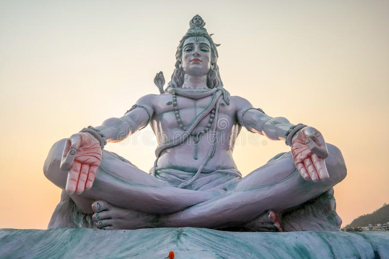 Sivastandbeeld op ghats in Rishikesh, India stock afbeelding