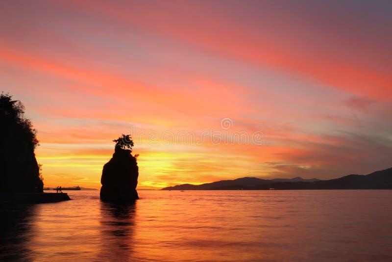 Siwash岩石日落,史丹利公园,温哥华 库存图片