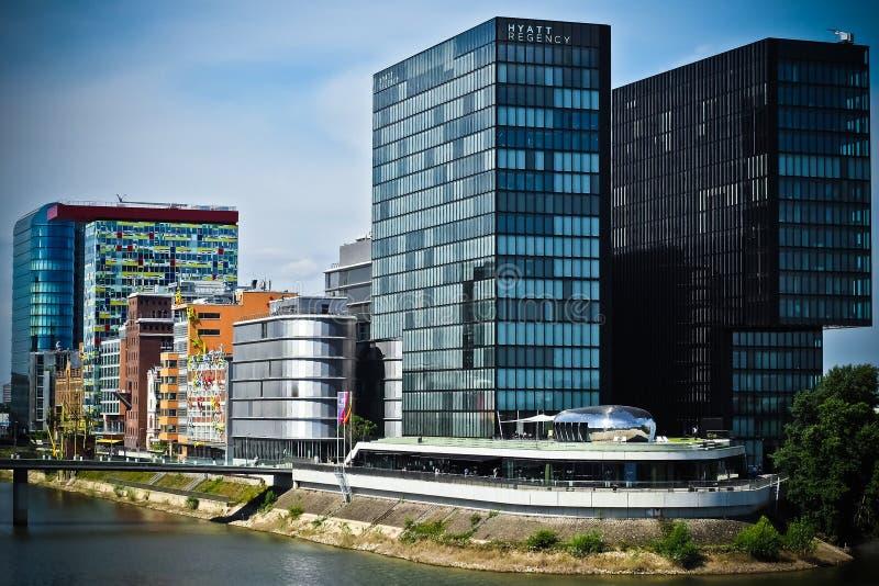 Siwieje Betonowego Wysokiego Budynek Bezpłatna Domena Publiczna Cc0 Obraz