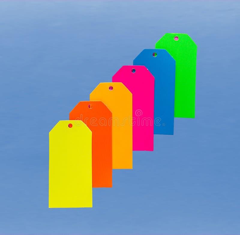 Six étiquettes colorées de carton photos stock