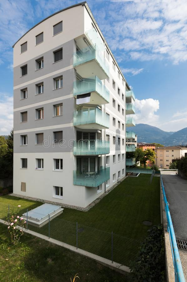 Six bâtiments modernes de plancher, extérieurs photos libres de droits