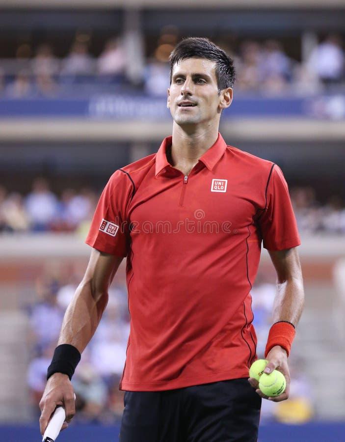 Six champions Novak Djokovic de Grand Chelem de périodes pendant le premier rond choisissent le match à l'US Open 2013 image stock