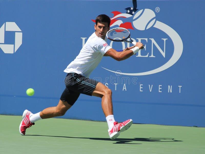 Six champions Novak Djokovic de Grand Chelem de périodes pratiquant pour l'US Open 2013 chez Billie Jean King National Tennis Cent photo stock