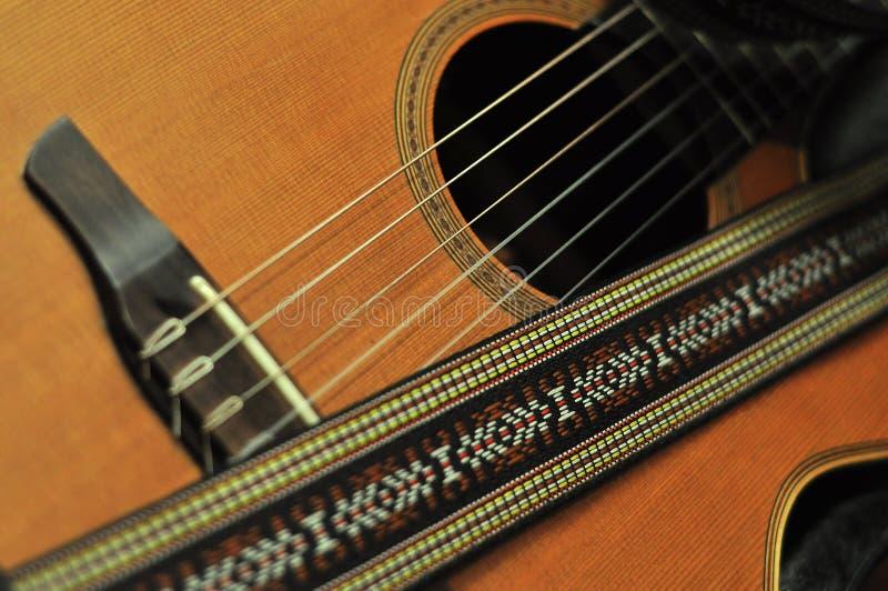 Six guitares en bois de ficelle images stock