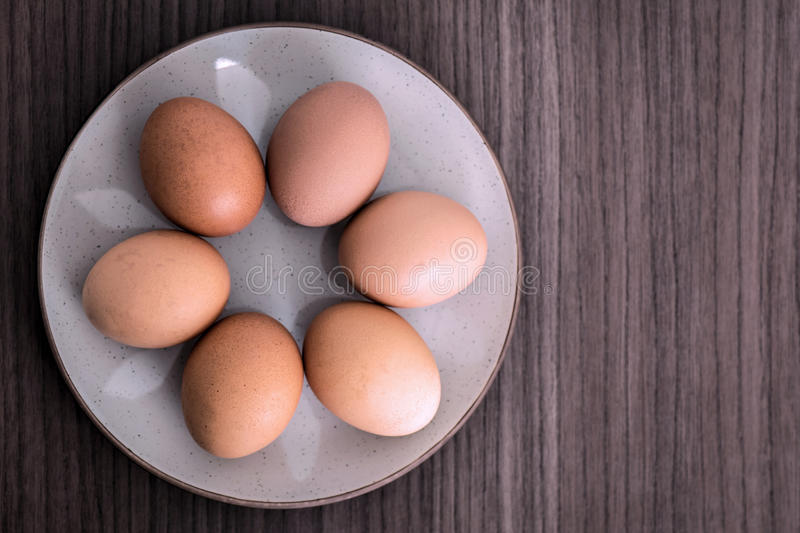 Six oeufs photographie stock
