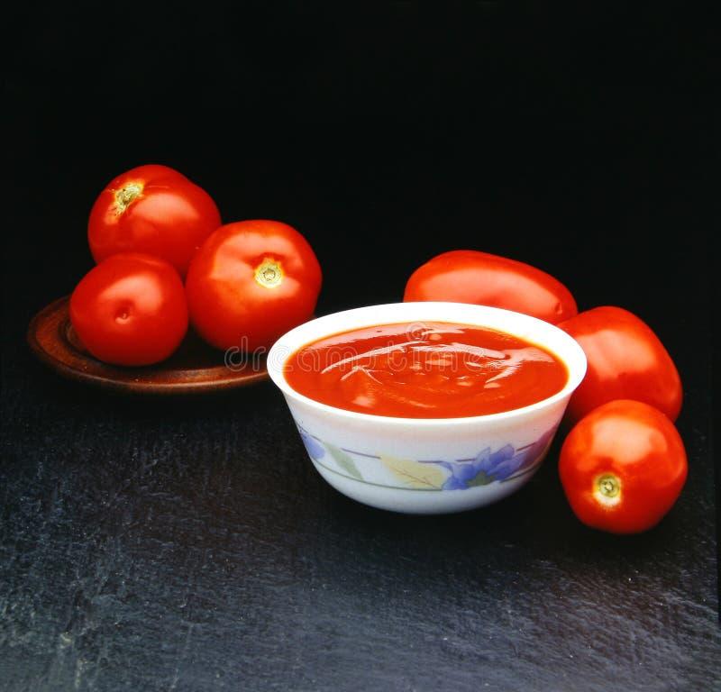 Download Six Tomates De Tomates Pour Un Souce Image stock - Image du équilibré, ingrédients: 728375