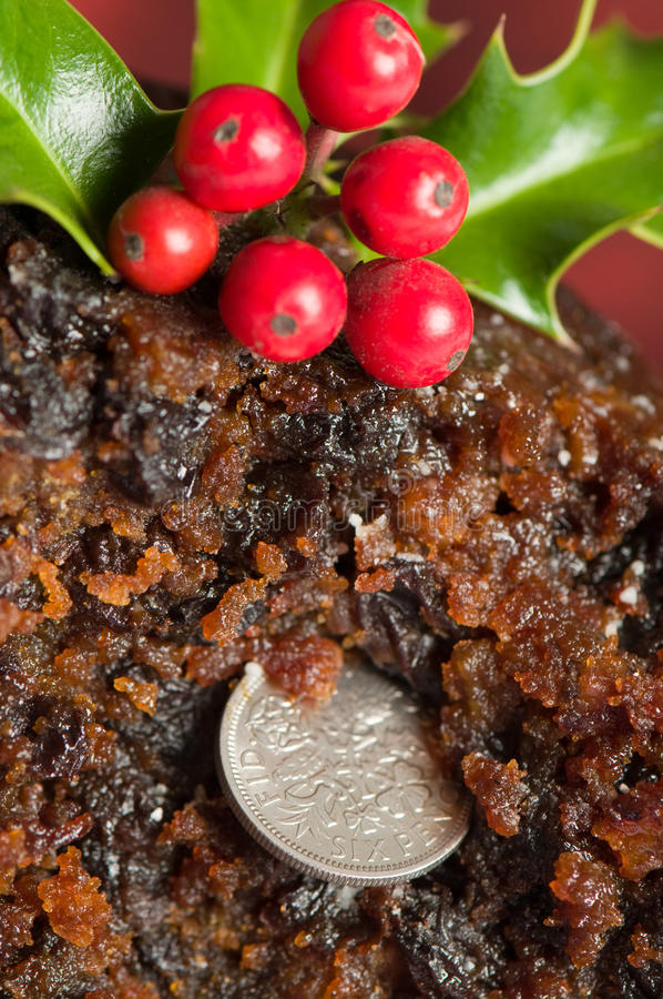 Sixpencestück im Weihnachtspudding lizenzfreie stockfotos