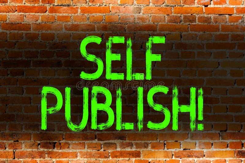 Själven för textteckenvisningen publicerar Den begreppsmässiga fotoförfattaren att publicera stycket av en arbetar självständigt  royaltyfria bilder