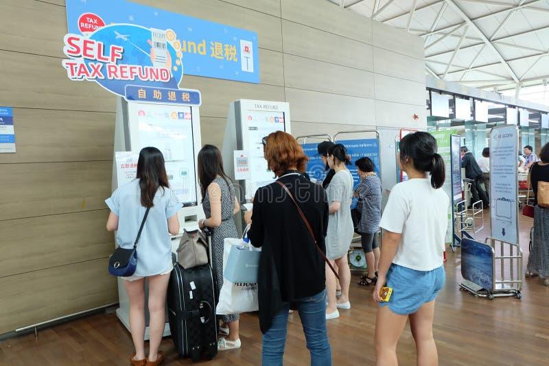 Självskatteåterbäringmaskin på den incheon flygplatsen royaltyfri bild