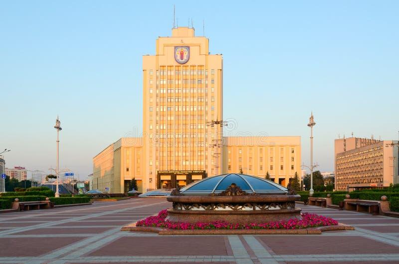Självständighetfyrkant, statligt pedagogiskt universitet för Belorussian som namnges efter Maxim Tank, Minsk, Vitryssland royaltyfri fotografi