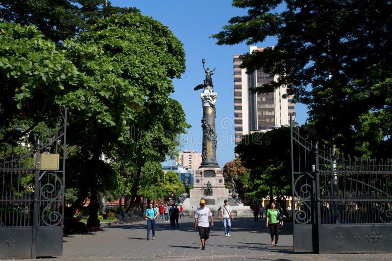 Självständighetmonumentkolonn i Guayaquil, Ecuador royaltyfri bild