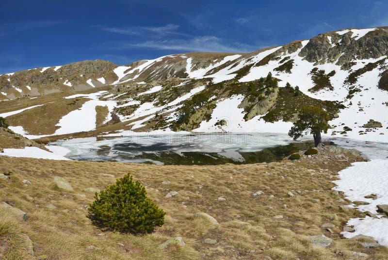 Is- sjö av den Madriu-Perafita-Claror dalen arkivfoton