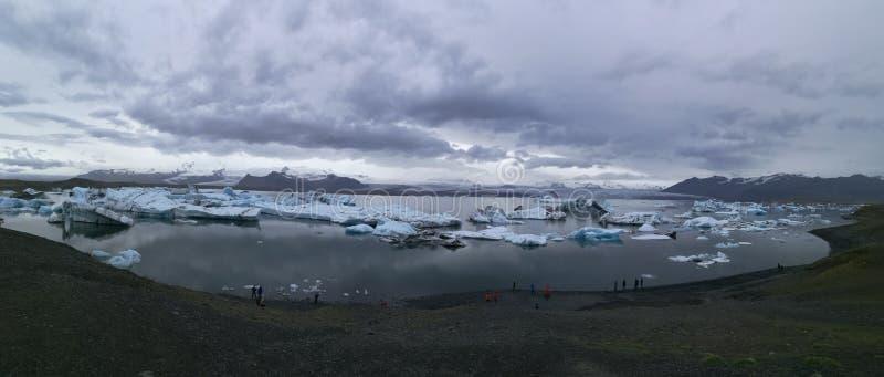 Sjö av en glaciär royaltyfria bilder