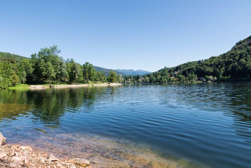 Download Sjö Av Ghirla, Valganna, Landskap Av Varese - Italien Fotografering för Bildbyråer - Bild av turist, ställe: 76703841