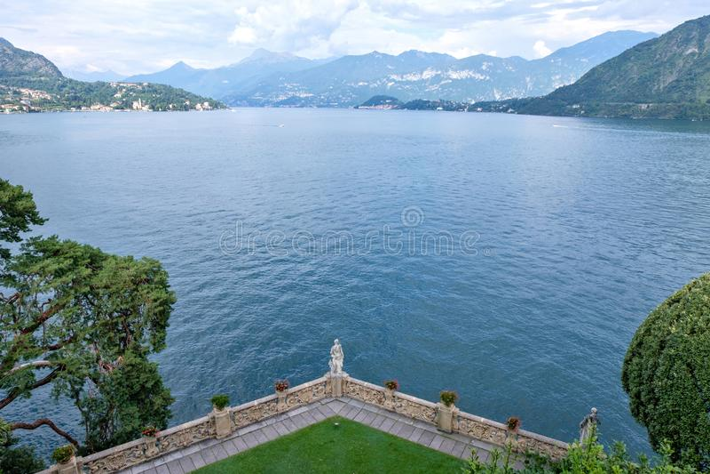 Sjö Como från den Villa del Balbianello sikten fotografering för bildbyråer