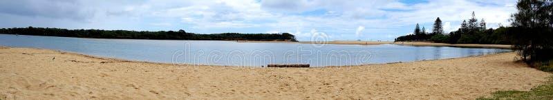 Sjö Currimundi, solskenkust, Queensland, Australien arkivbild