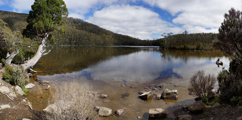Sjö Dobson i Mt-fältnationalparken, Tasmanien royaltyfri foto