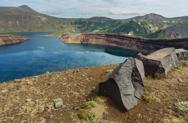 Sjö i Calderavulkan Ksudach Den södra Kamchatka naturen parkerar arkivbild