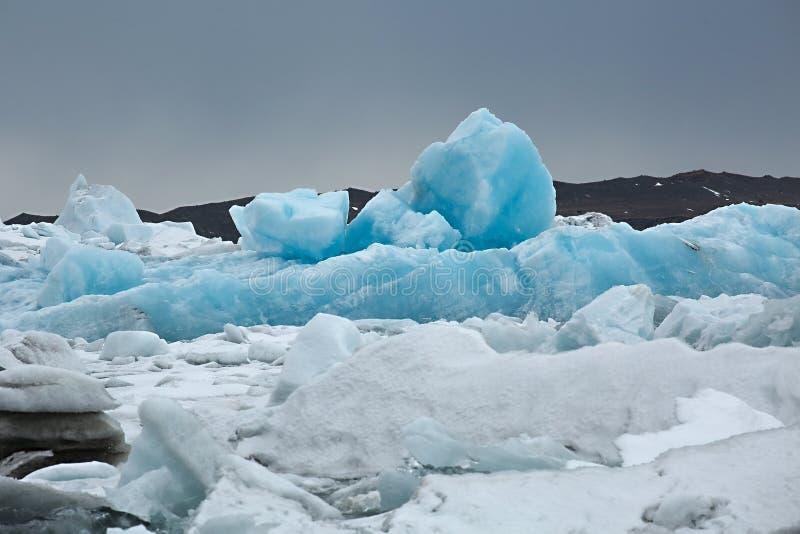Is- sjö i Island royaltyfri foto