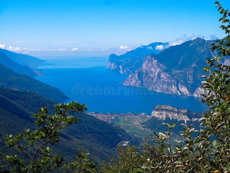 Sjö Lago di Garda fotografering för bildbyråer
