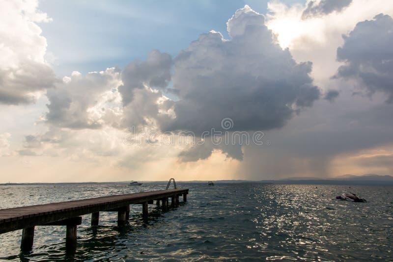 Sjö Lago Di Garda, Italien arkivfoto