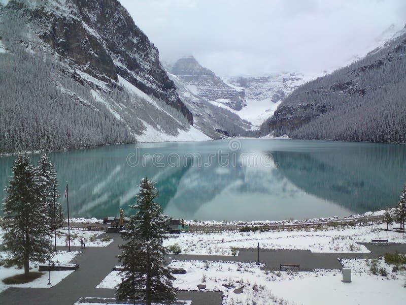 Sjö Louise Banff National Park i de kanadensiska steniga bergen royaltyfri bild