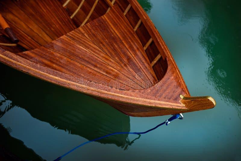 Sjö med fartygberget arkivbild