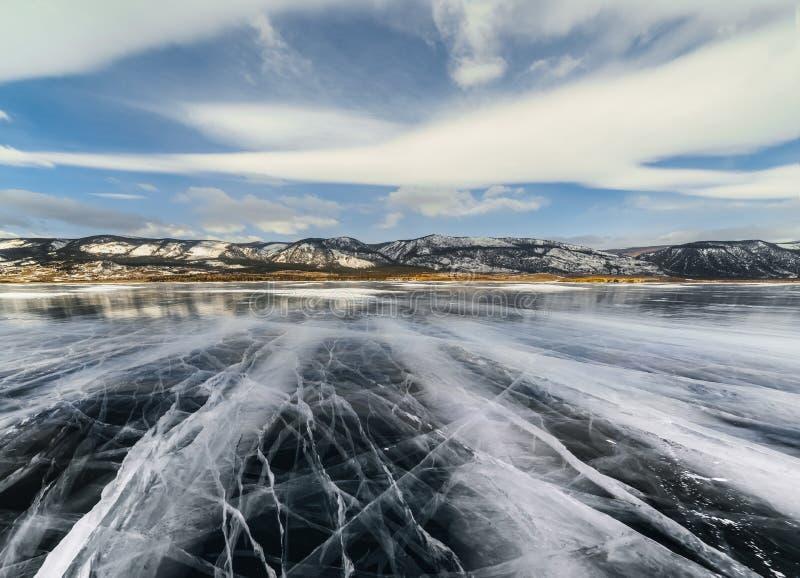 Is sjö med sprickor royaltyfria bilder