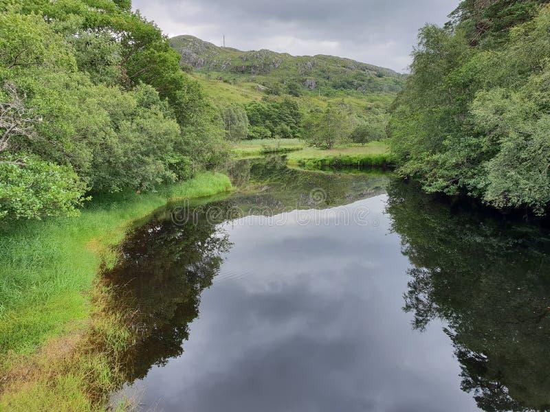 Sjö och montering, glennfinnian natur royaltyfri foto