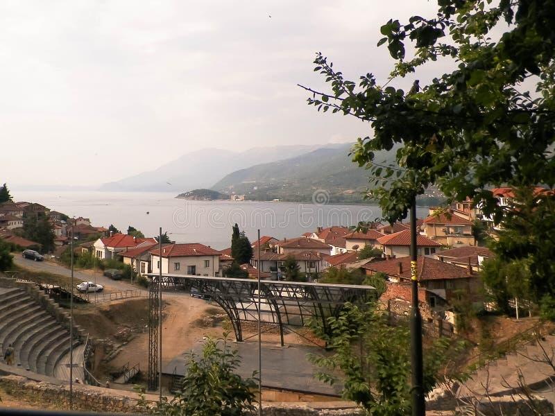 Sjö Ochrid och Ochrid stad arkivfoton