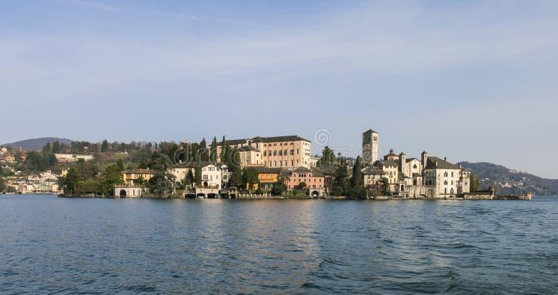 Sjö Orta - San Giulio Island royaltyfri foto